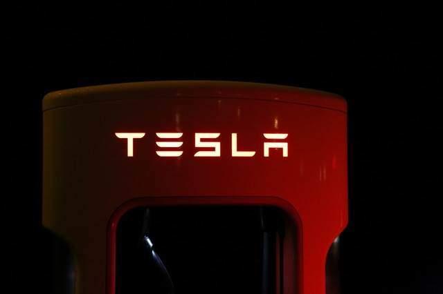 Tesla Dachziegel