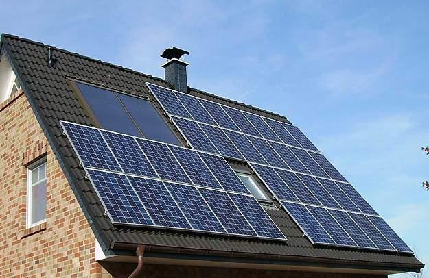 Eine Photovoltaik-Anlage auf einem Einfamilienhaus